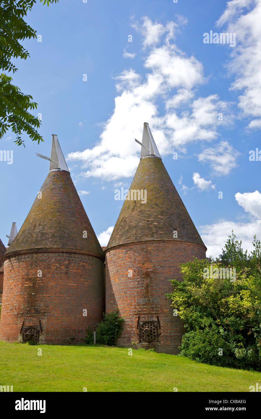 Oast houses (hop kilns) designed for kilning (drying) hops, Sissinghurst, Kent, England, United Kingdom, Europe - Stock Image