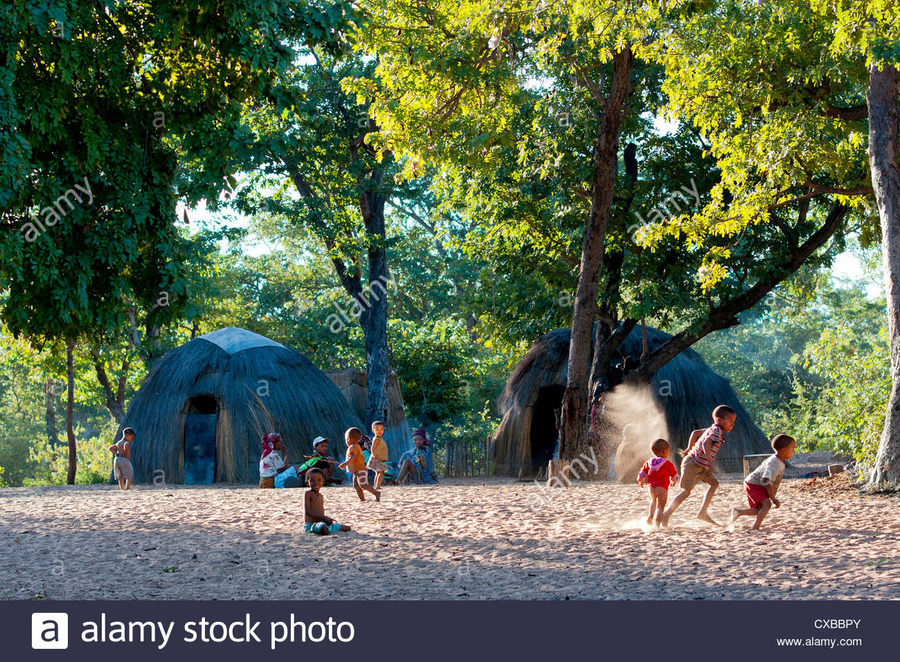 Jul'hoan !Kung Bushman in their village, children playing, Bushmanland, Kalahari Desert, Namibia, Africa - Stock Image