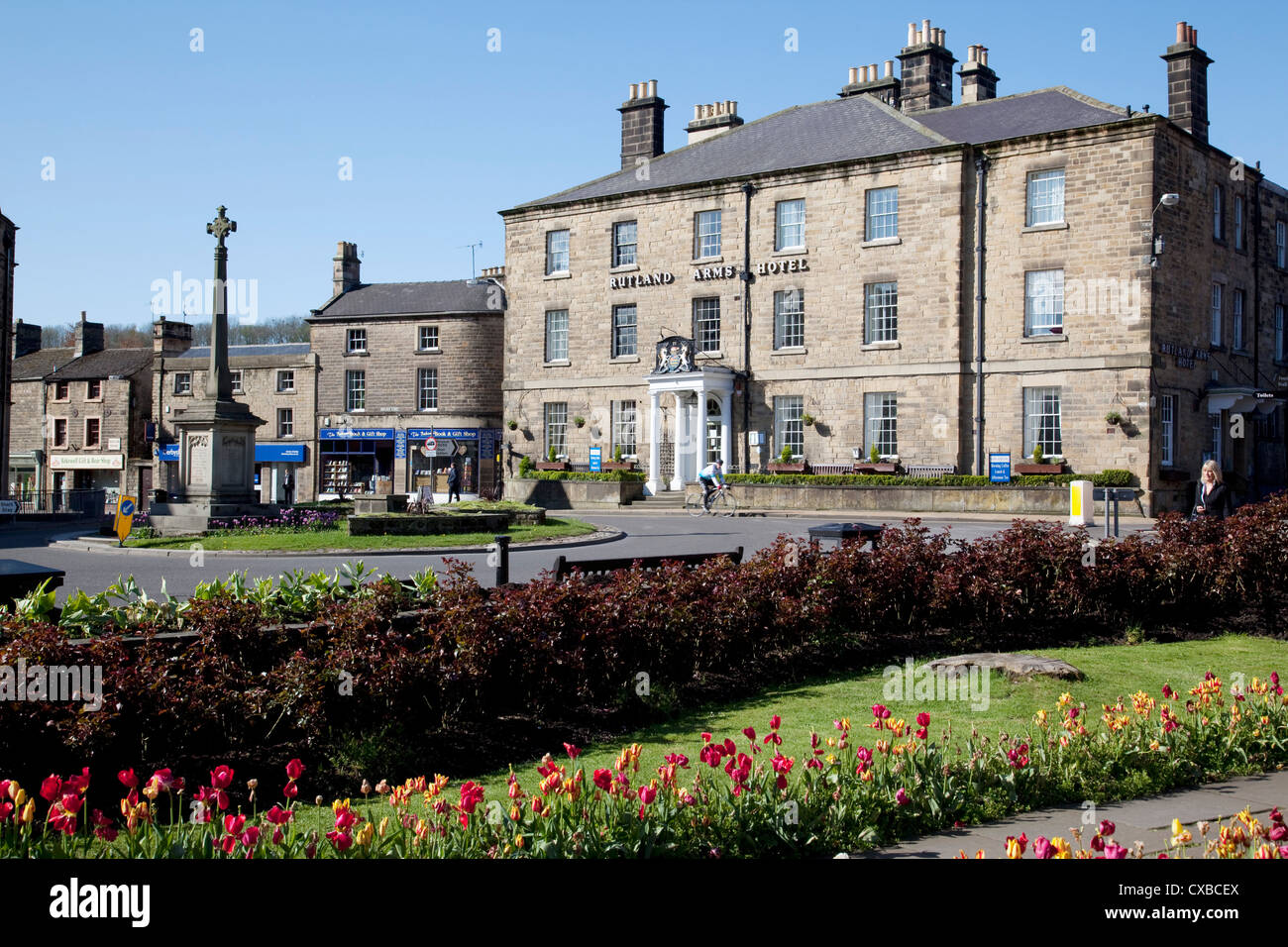 Rutland Arms Hotel and Town Cross, Bakewell, Derbyshire, England, United Kingdom, Europe - Stock Image