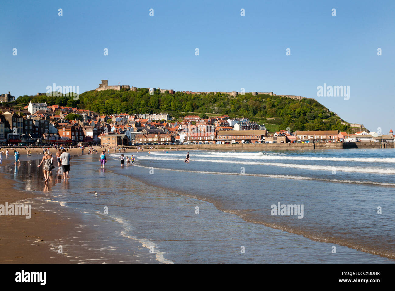 Busy South Sands and Castle Hill, Scarborough, North Yorkshire, Yorkshire, England, United Kingdom, Europe - Stock Image