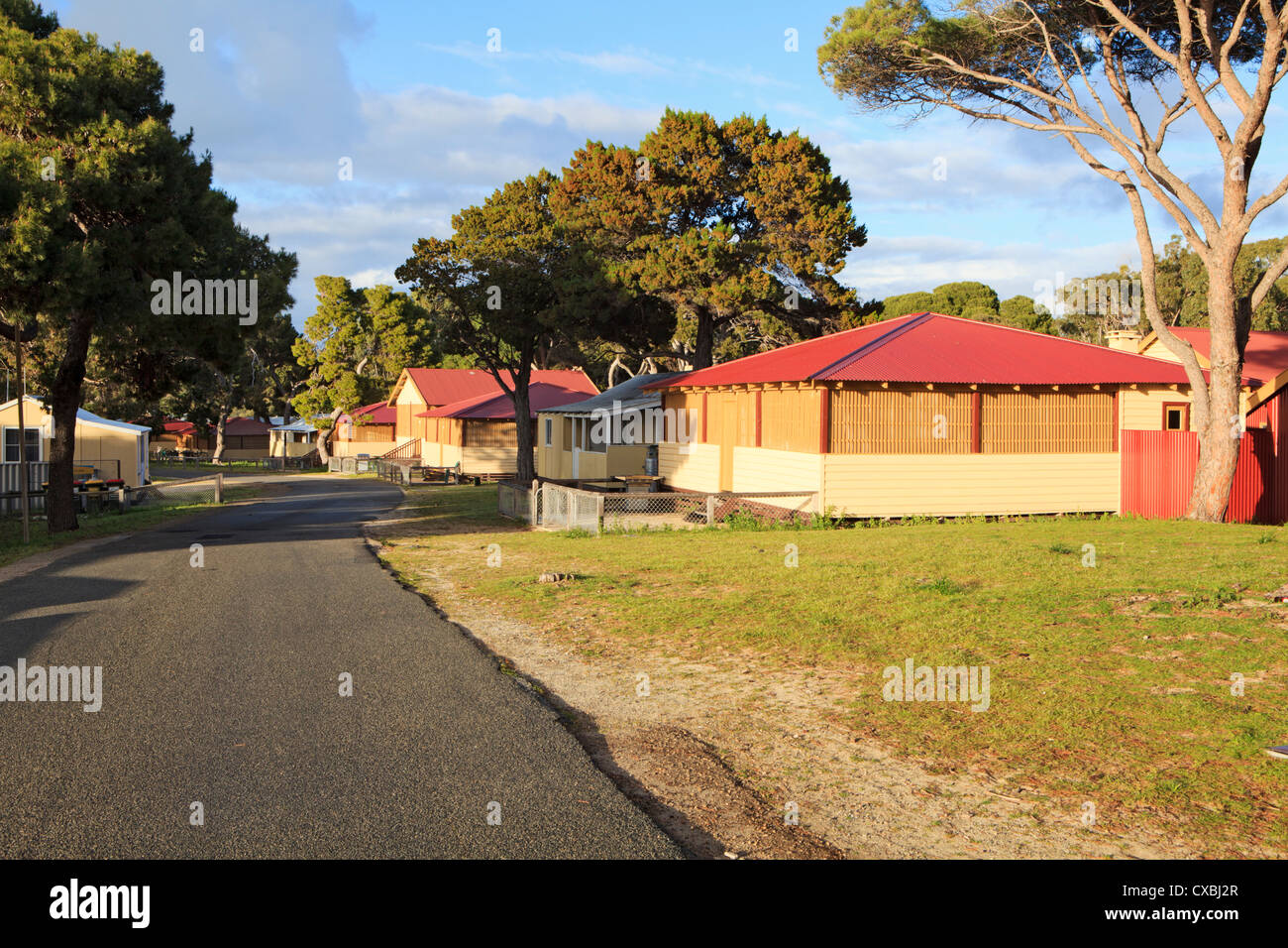 Bungalow accommodation in Thomson Bay. - Stock Image