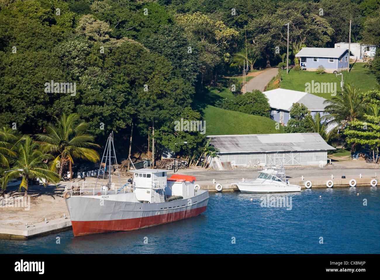 Boats in Mahogany Bay, Roatan Island, Honduras, Central America - Stock Image