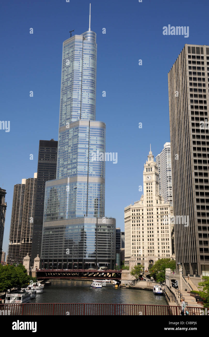 TRUMP TOWER WITH CHICAGO RIVER,CHICAGO,ILLINOIS,USA - Stock Image