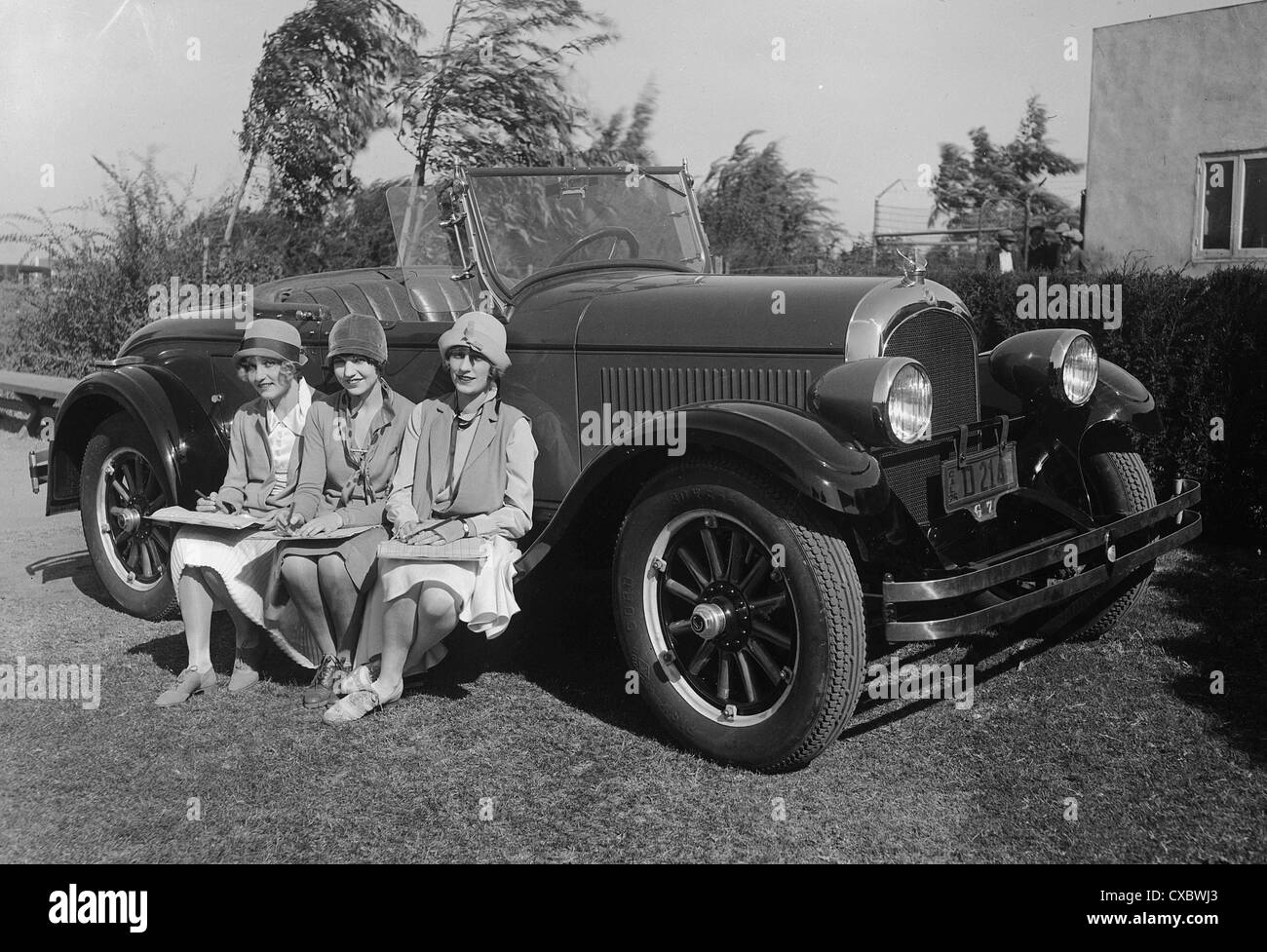 1925 Chrysler 70 with fashionable ladies - Stock Image