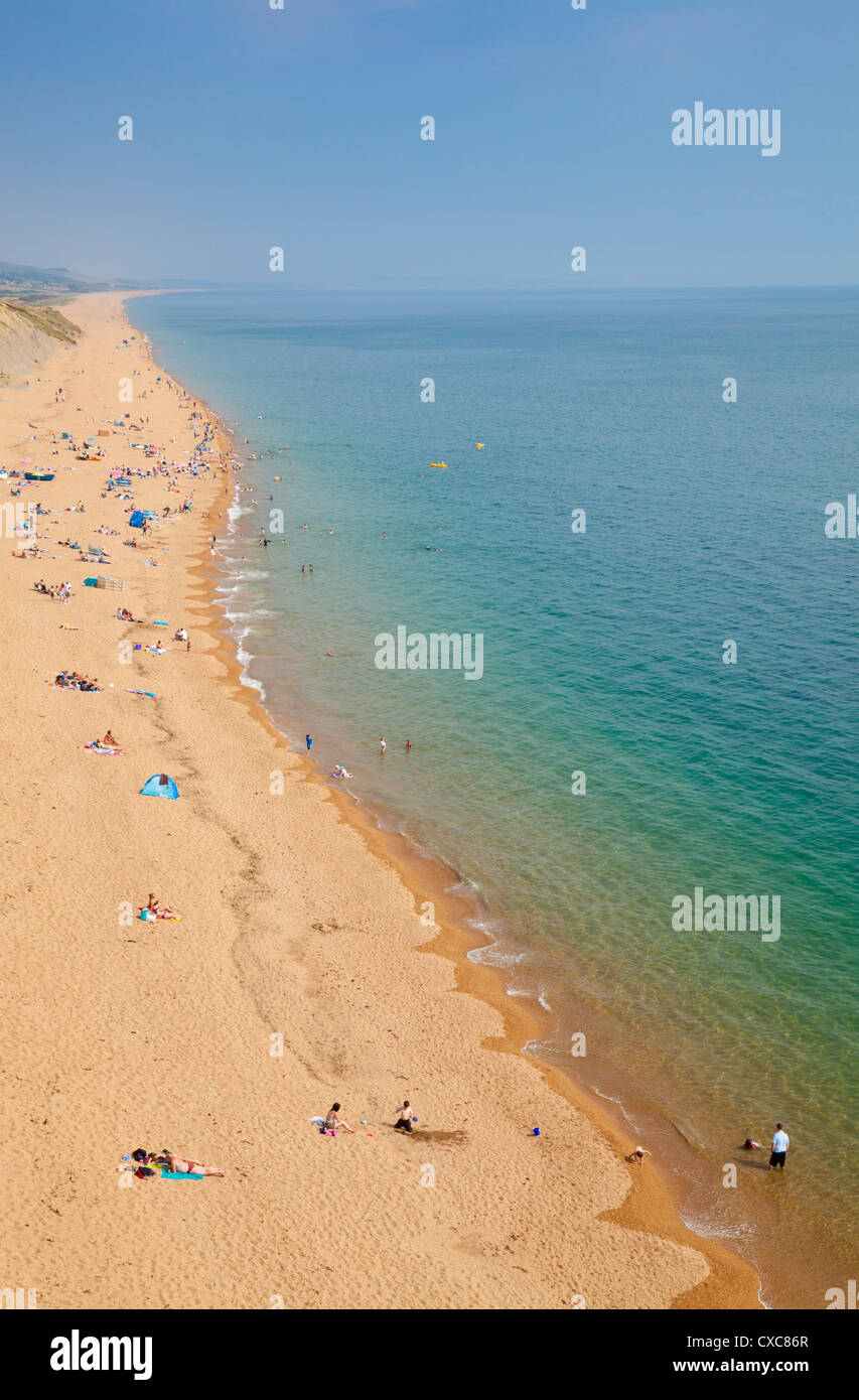 Holidaymakers on Burton Bradstock beach, at the western end of Chesil Beach, Jurassic Coast, UNESCO World Heritage - Stock Image