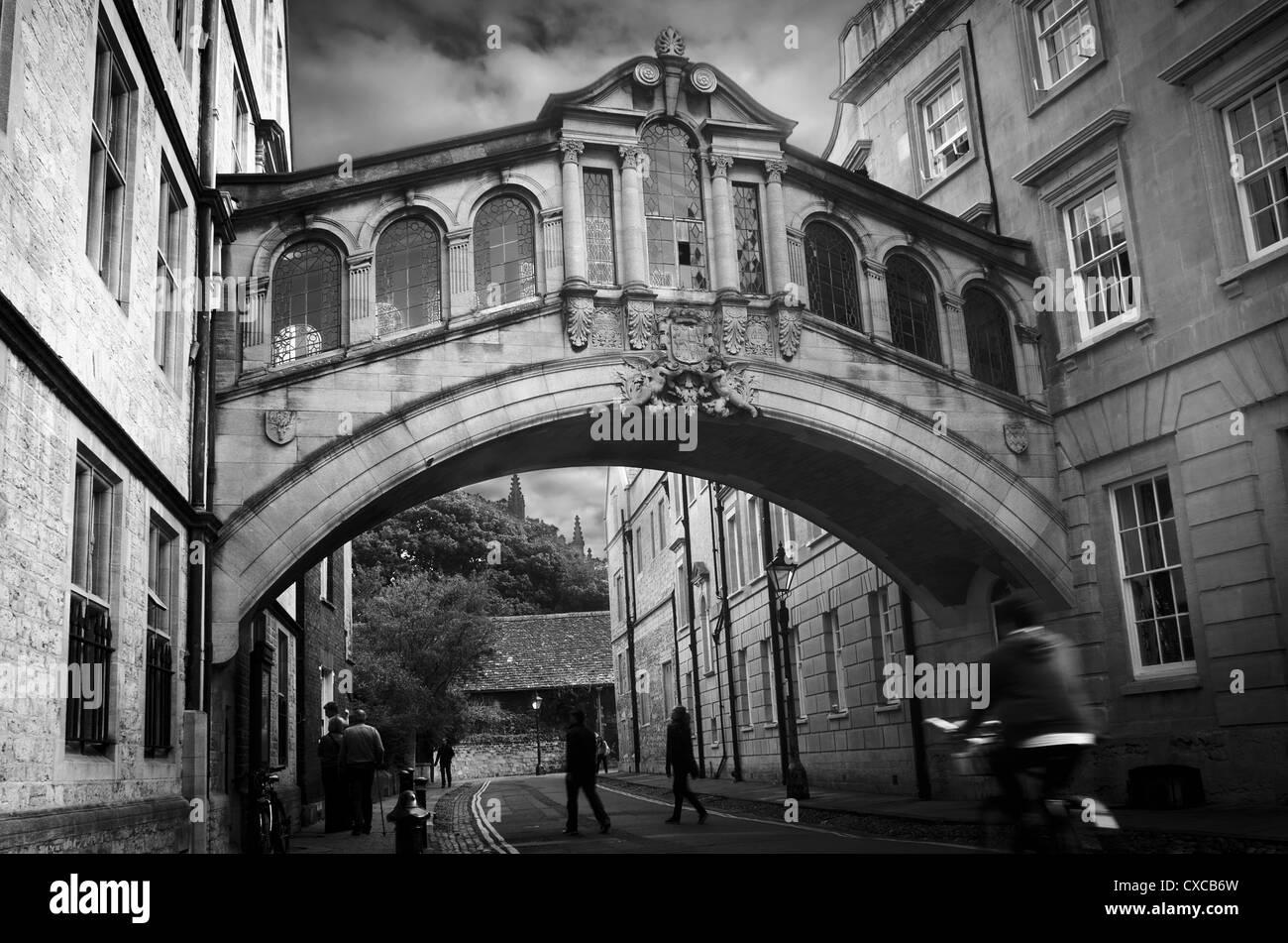 Hertford College (Oxford). Bridge of Sighs (Hertford Bridge) over new college lane, inspired by the Rialto Bridge, - Stock Image
