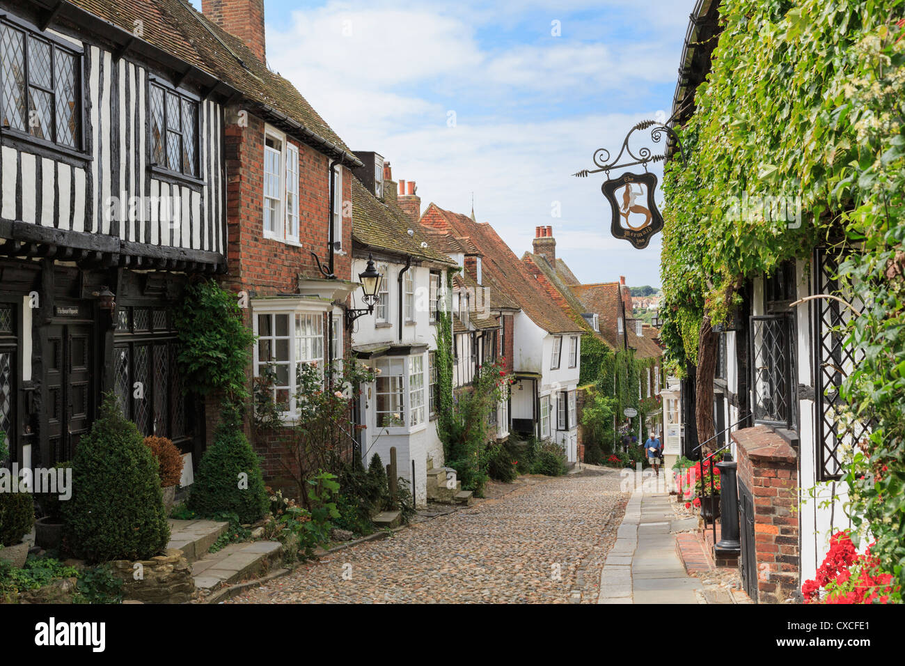 Famous narrow cobbled Mermaid Street with quaint old houses and inn in historic Cinque Port town of Rye East Sussex - Stock Image