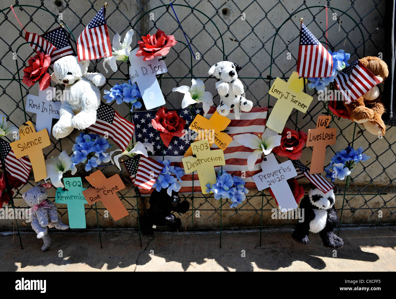 Personal tributes to Oklahoma Bombing victims, on the fence outside the Memorial site Stock Photo