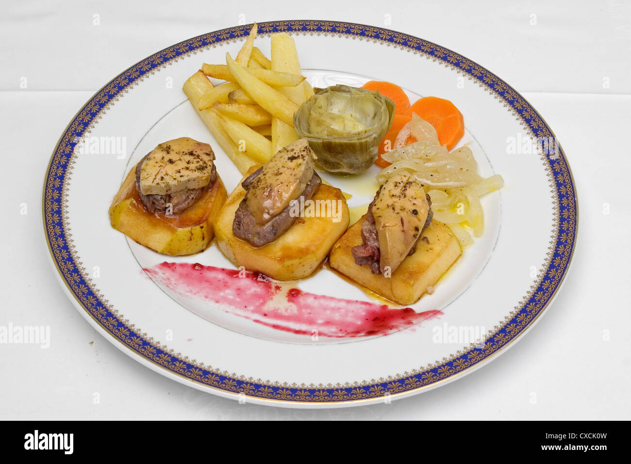 Tapa of sirloin of venison with foie gras - Stock Image