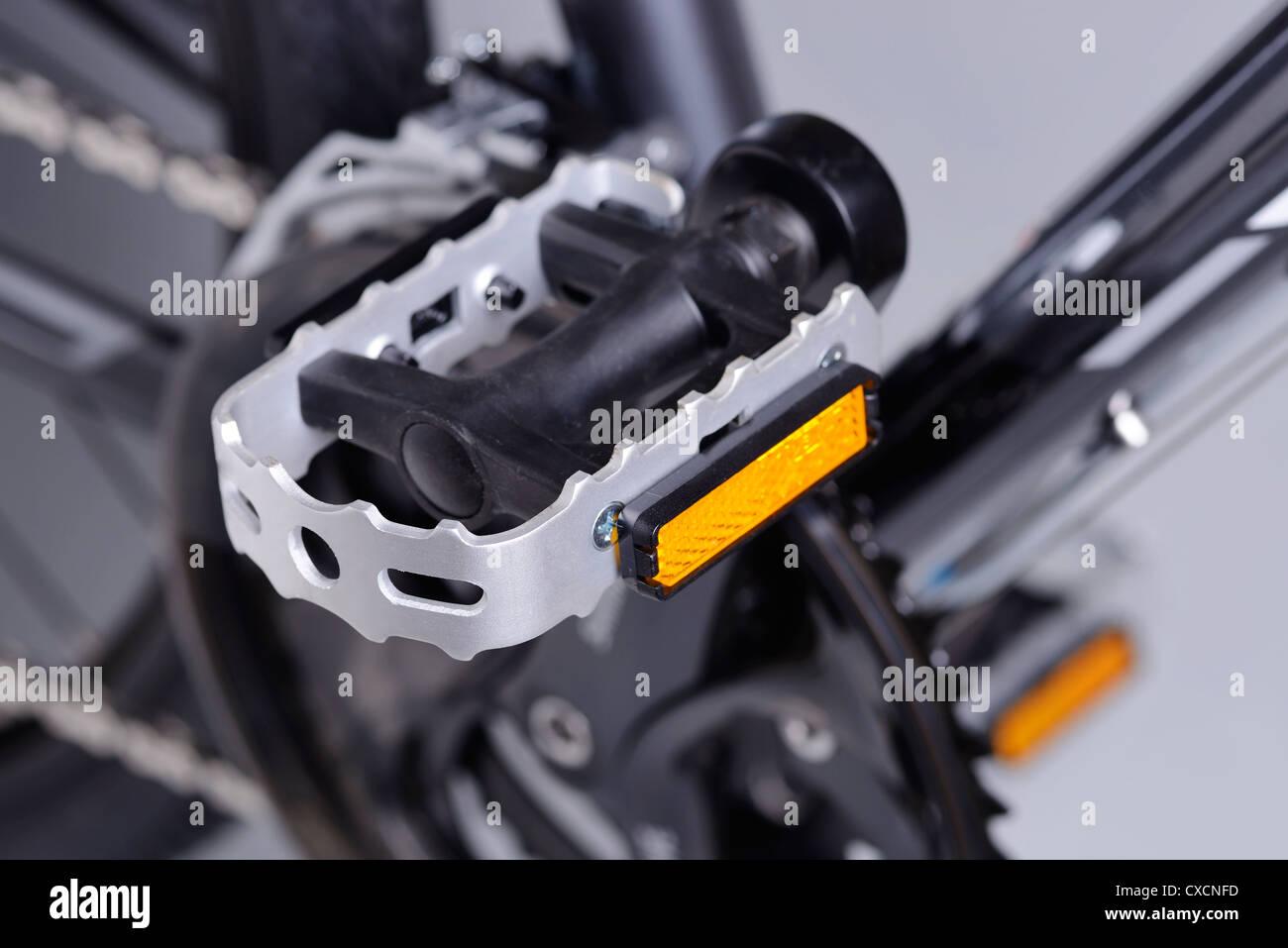 Bicycle platform pedal close up - Stock Image