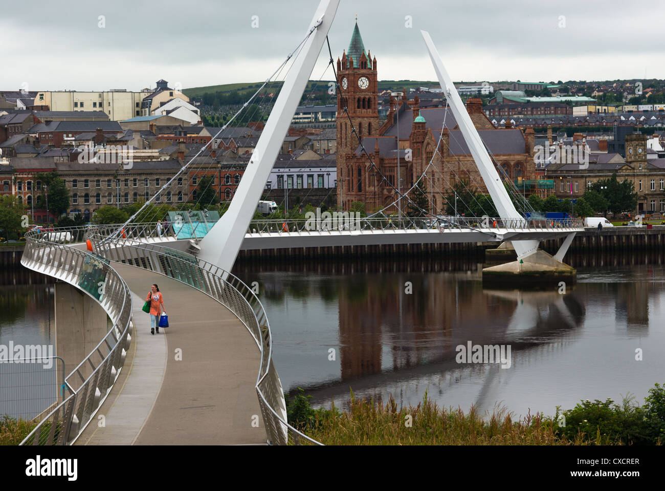 The Peace Bridge over the River Foyle with Guild Hall, Derry, Northern Ireland. - Stock Image