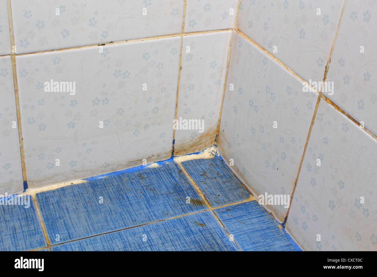 A dirty bathroom - Stock Image