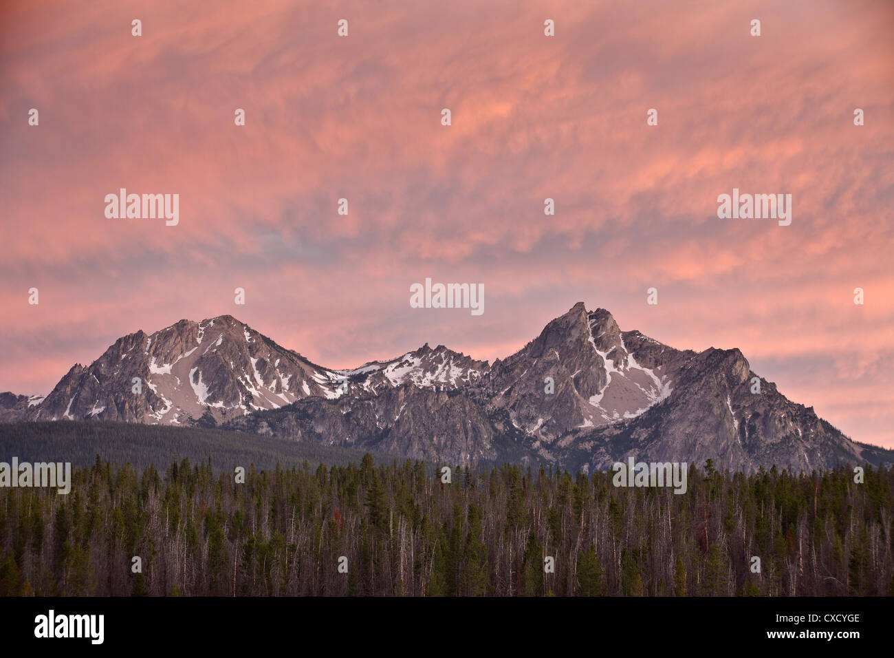 Sunset clouds over McGowen Peak on the right and Mt. Regan on the left, in the Sawtooth Range, Sawtooth National - Stock Image