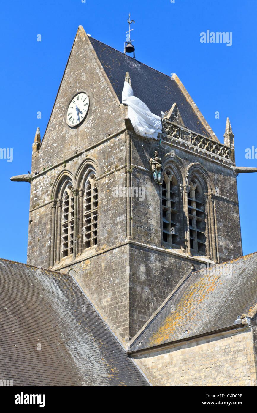 Paratrooper hanging from church, St. Mere Eglise, Normandy, France Stock Photo