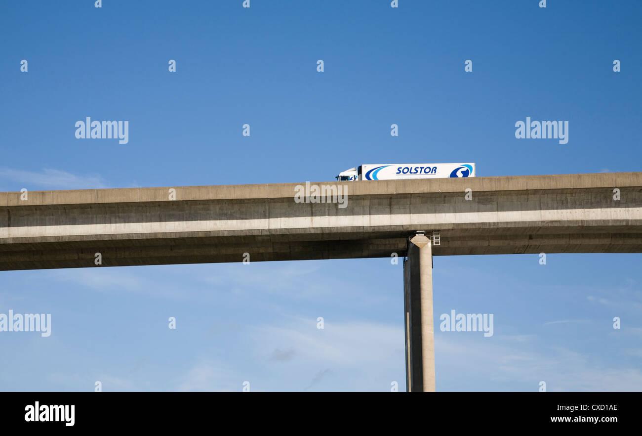 HGV lorry vehicle on A14 Orwell Bridge, Suffolk, England - Stock Image