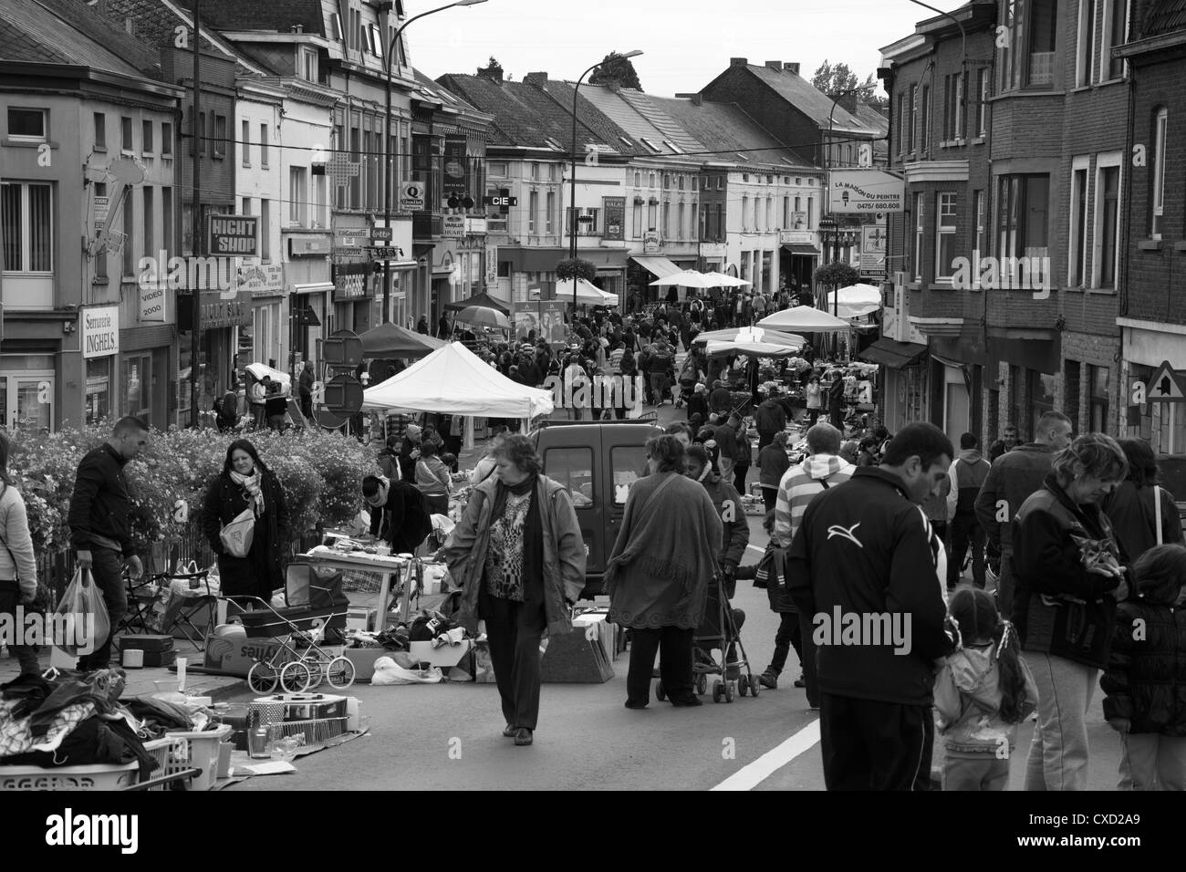 Typical belgian activity of the Week end, to go to hunt for antiques on the secondhand trades. - Stock Image