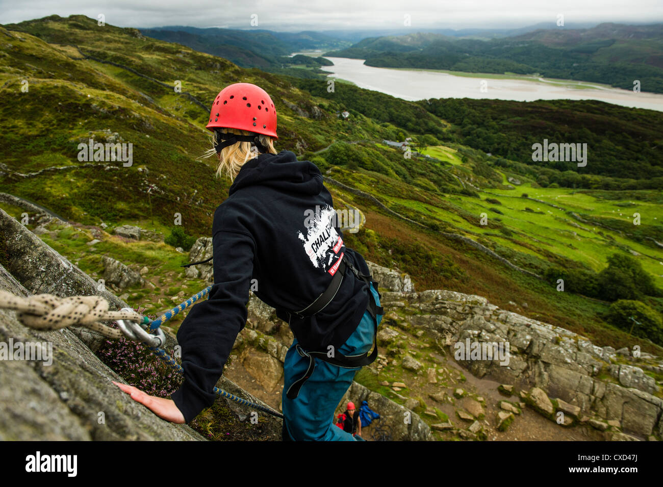 Rock Climbing in the Mawddach valley north wales: Teenagers taking part in 'The Challenge' - Outward bound - Stock Image