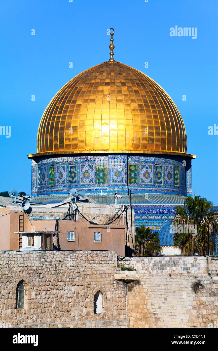 Dome of the Rock above the Western Wall Plaza, Old City, UNESCO World Heritage Site, Jerusalem, Israel, Middle East - Stock Image
