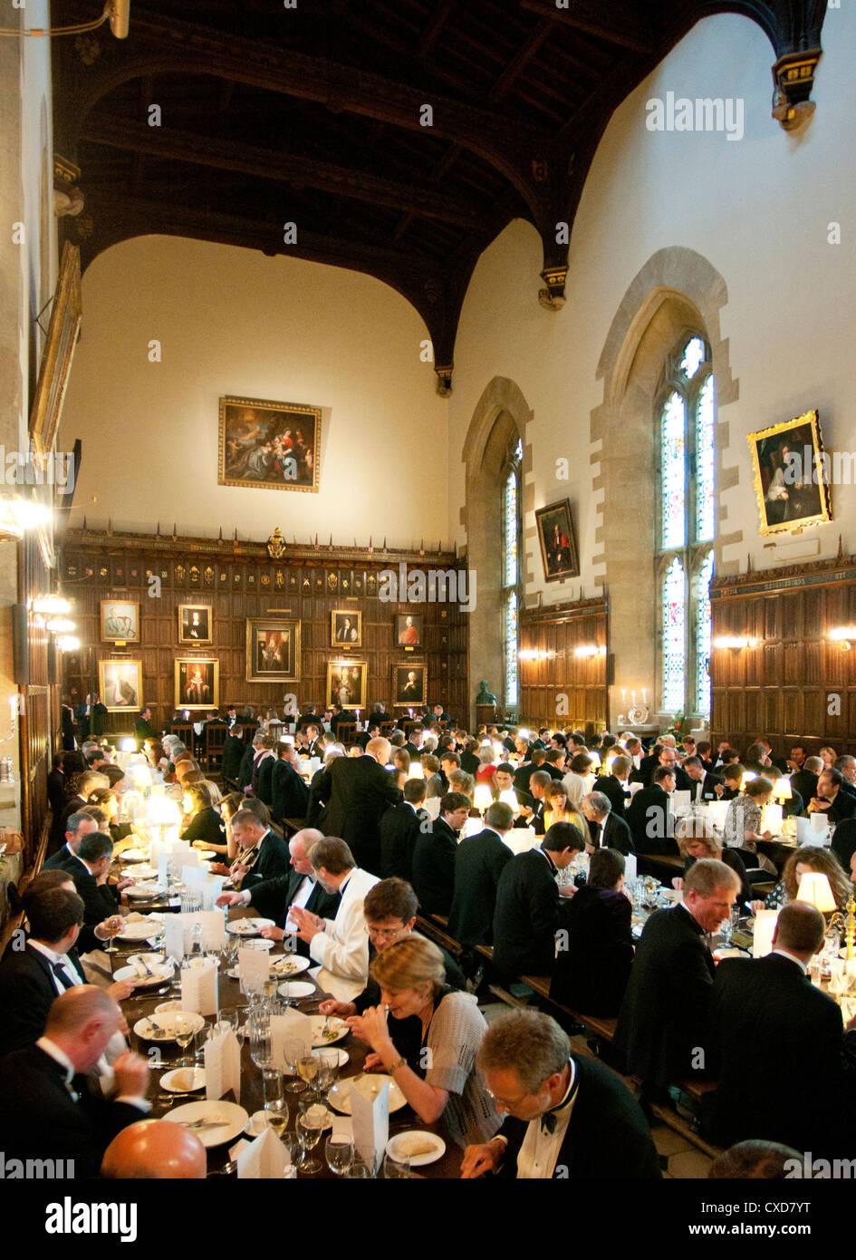 Oxbridge: Oxford college black tie dinner in New College, Oxford University, UK - Stock Image