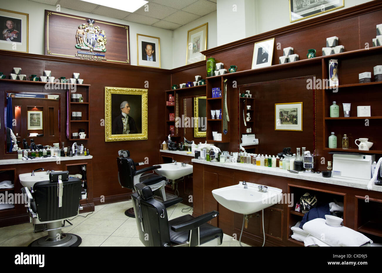 UK, London, the James Bond's places, the barber shop Truefitt & Hill in St James street - Stock Image