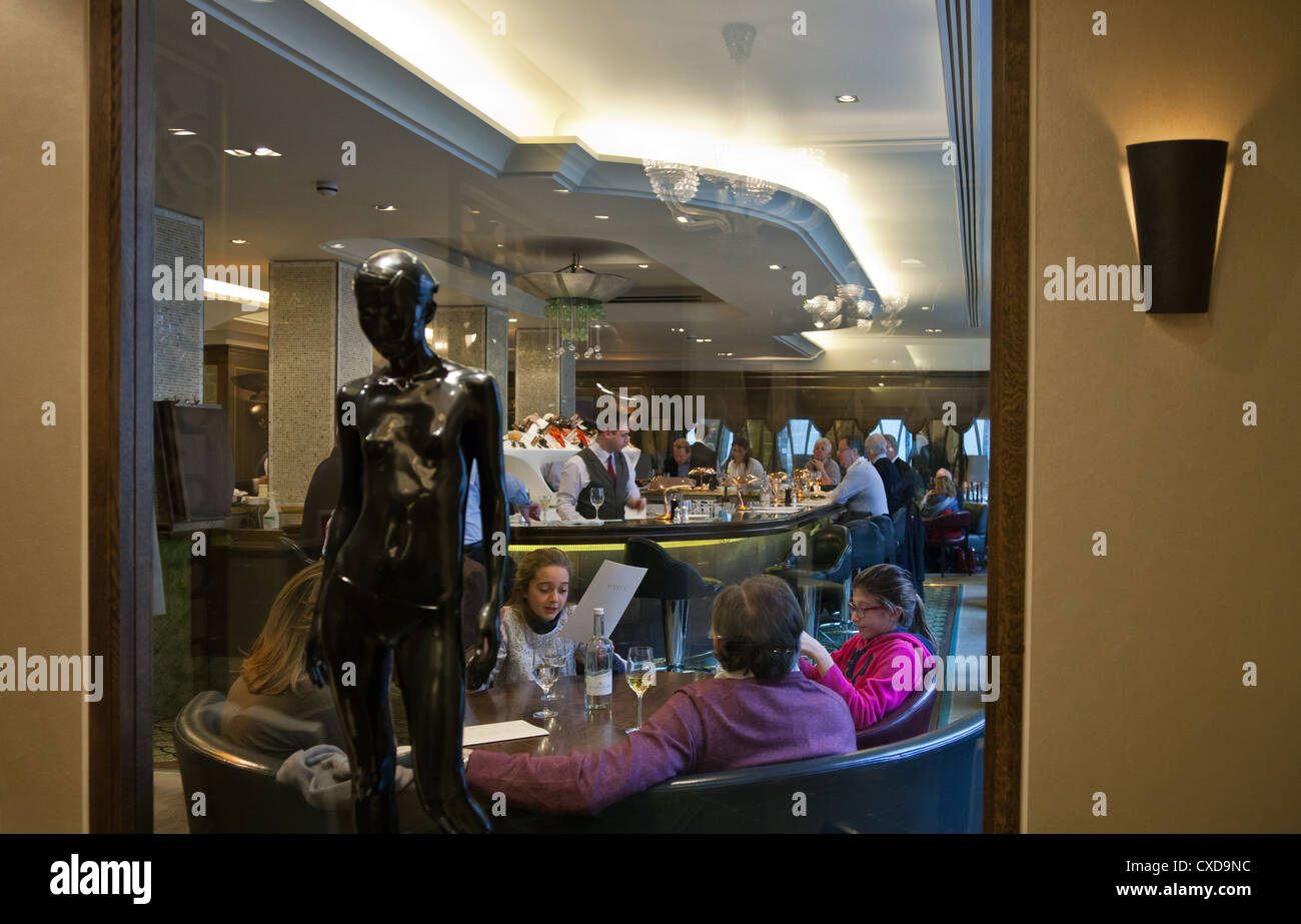 UK, London, the James Bond's places, the Scotts fish restaurant in Mount street - Stock Image