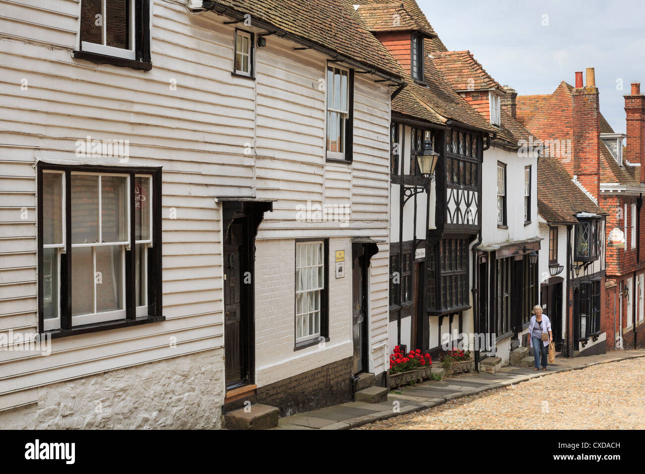 Cobbled street with white clapboard and timbered buildings in medieval town of Rye, East Sussex, England, UK, Britain - Stock Image