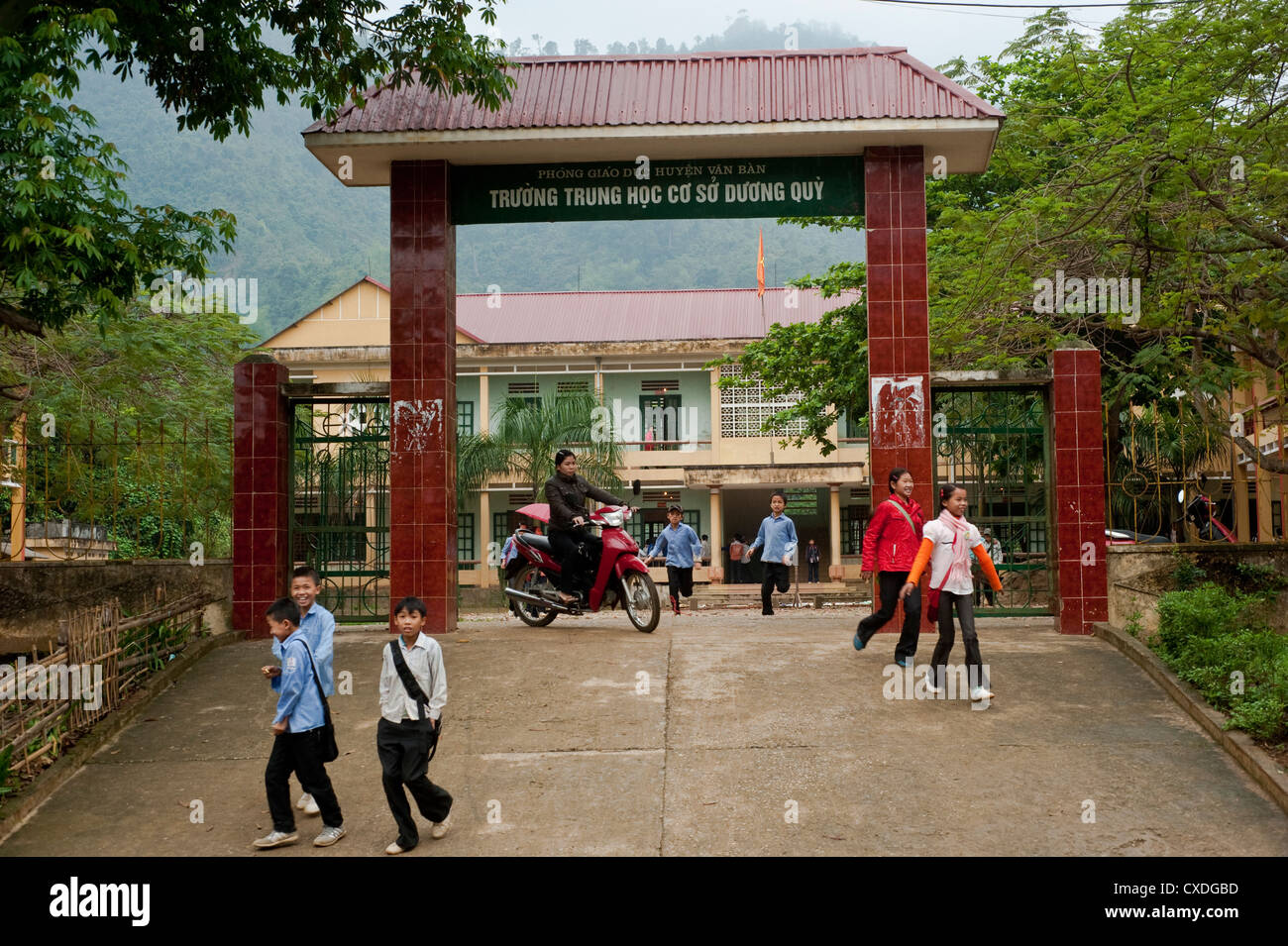 Children getting out of their school in North-Vietnam - Stock Image