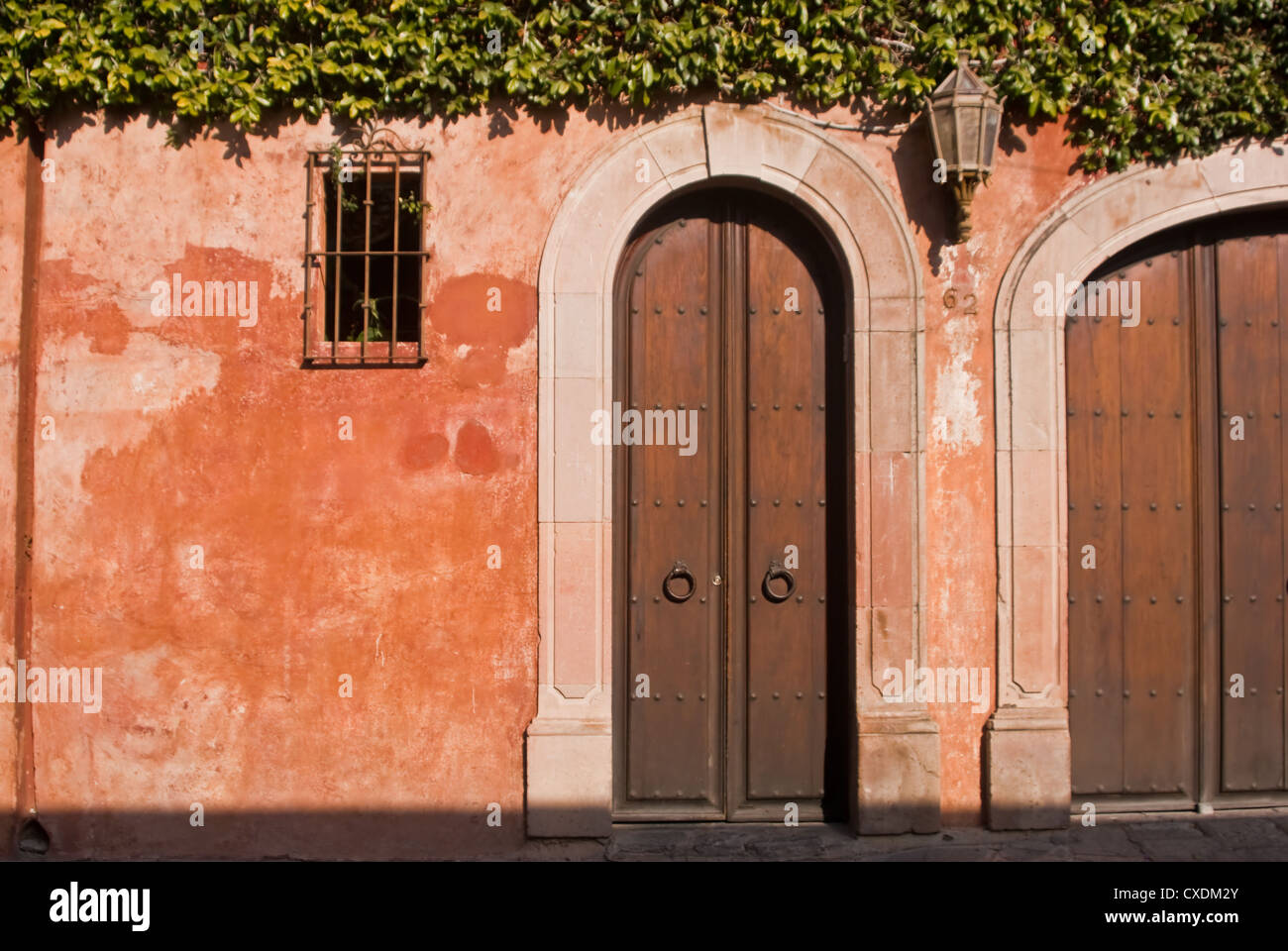 Colonial arches on Mexican house exterior - Stock Image