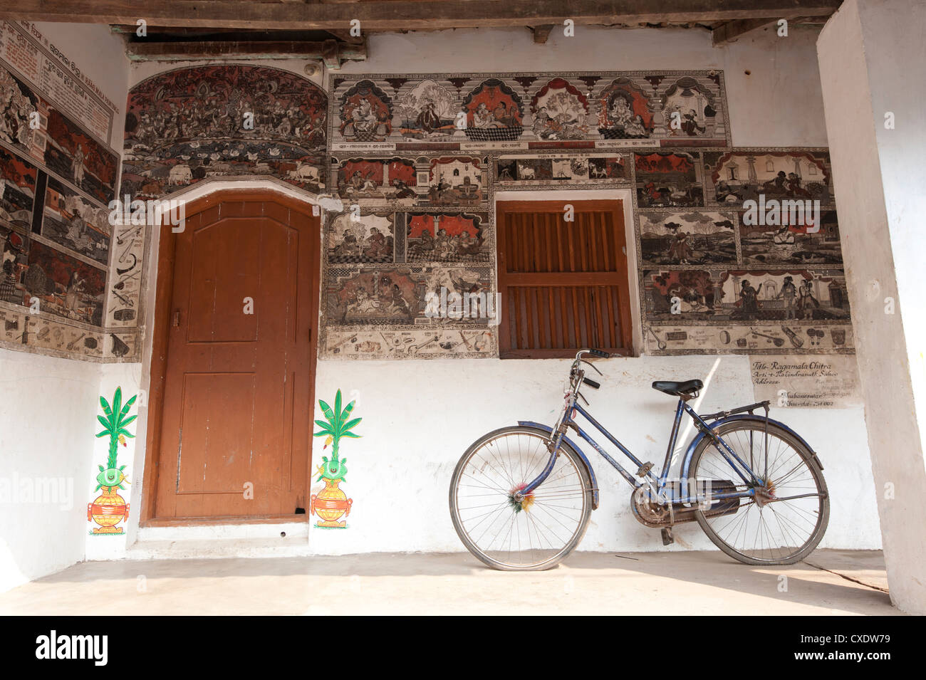 Ornately hand painted wall of artist's house depicting typical Orissan style of work in artists village of Raghurajpur, - Stock Image