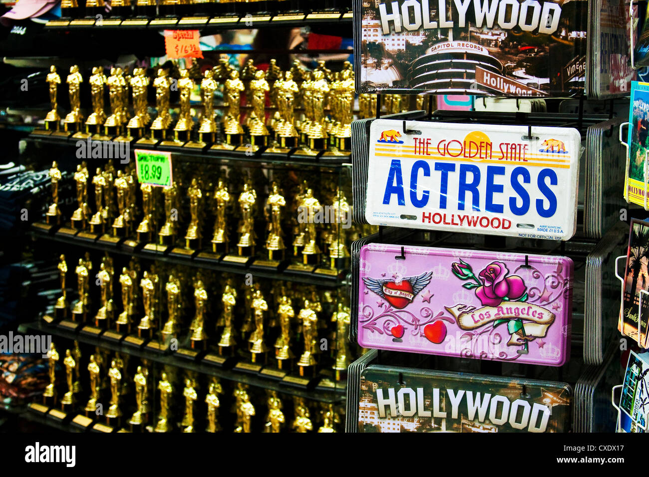 Hollywood Blvd souvenir shop with Actress license plate and mini Oscar statues in background - Stock Image