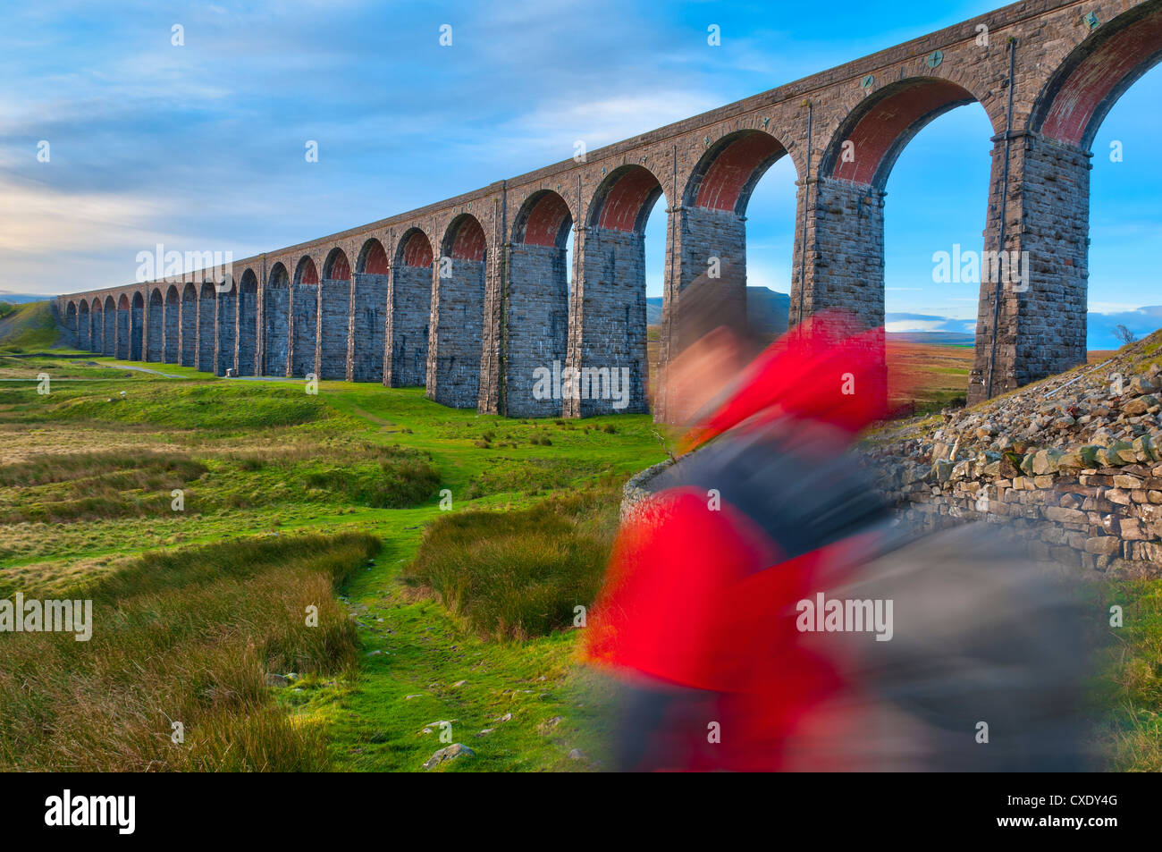 Pen-y-ghent and Ribblehead Viaduct on Settle to Carlisle Railway, Yorkshire Dales National Park, North Yorkshire, - Stock Image