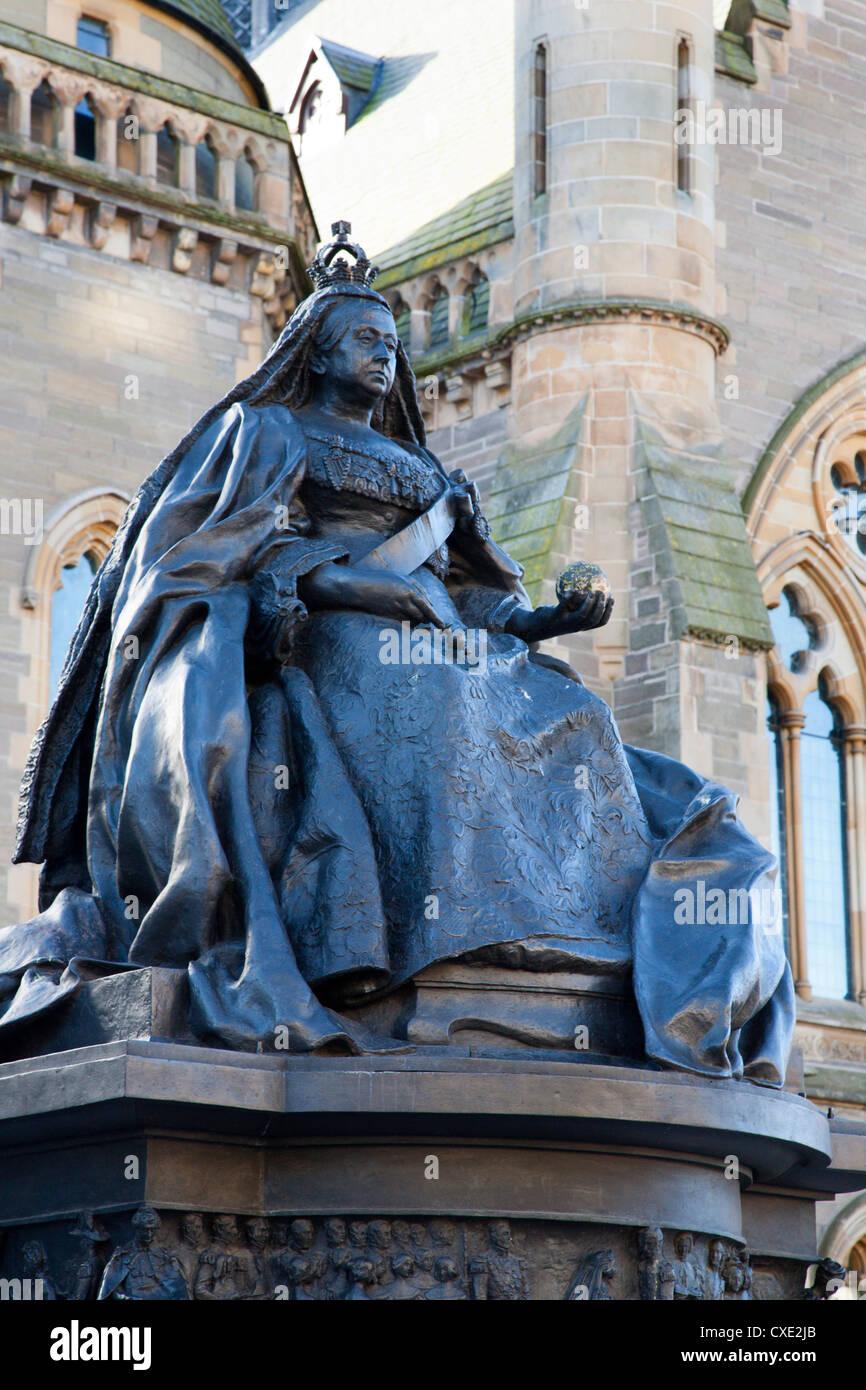 Queen Victoria statue, The McManus, Dundee, Scotland - Stock Image
