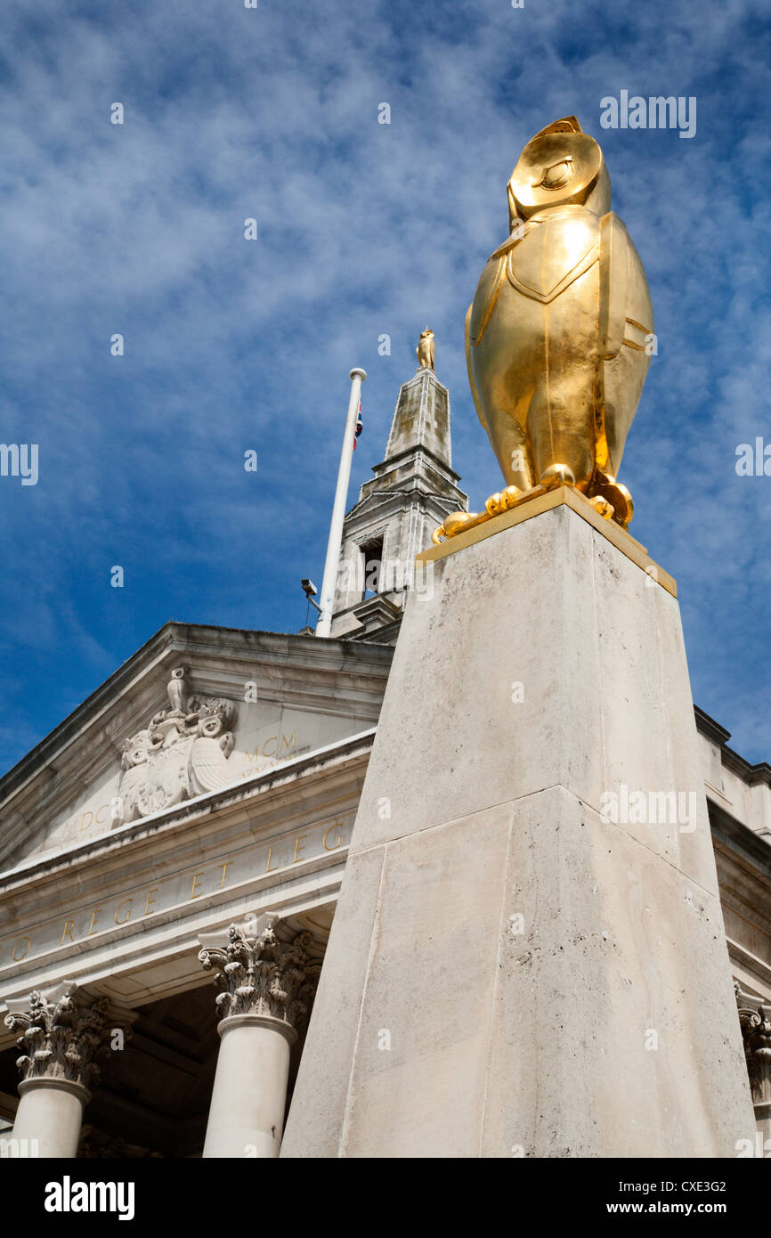 Civic Hall and Leeds Owl in Millennium Square, Leeds, West Yorkshire, Yorkshire, England, United Kingdom, Europe - Stock Image