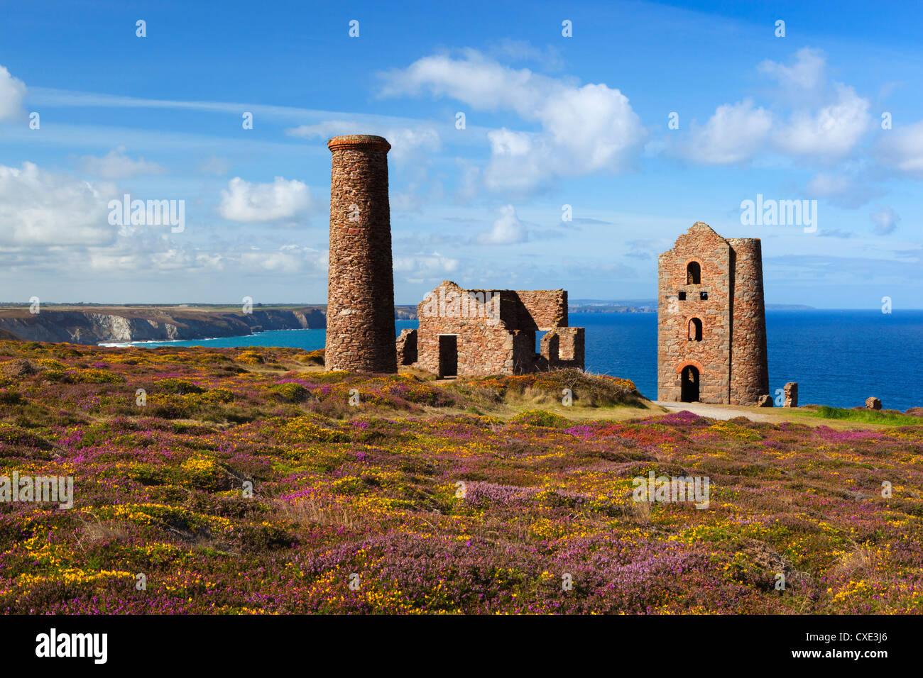 Ruins of Wheal Coates Tin Mine engine house, near St Agnes, Cornwall, England - Stock Image