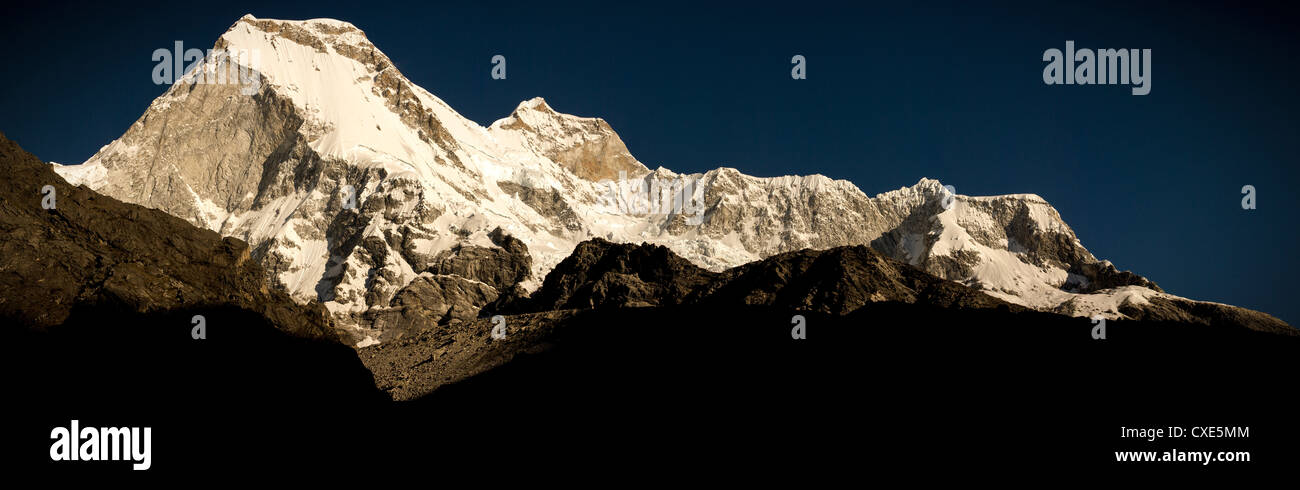 Evening Light over Nevado Huandoy mountain range, from Laguna Paron, Parque Nacional Huascaran, Peru, South America - Stock Image