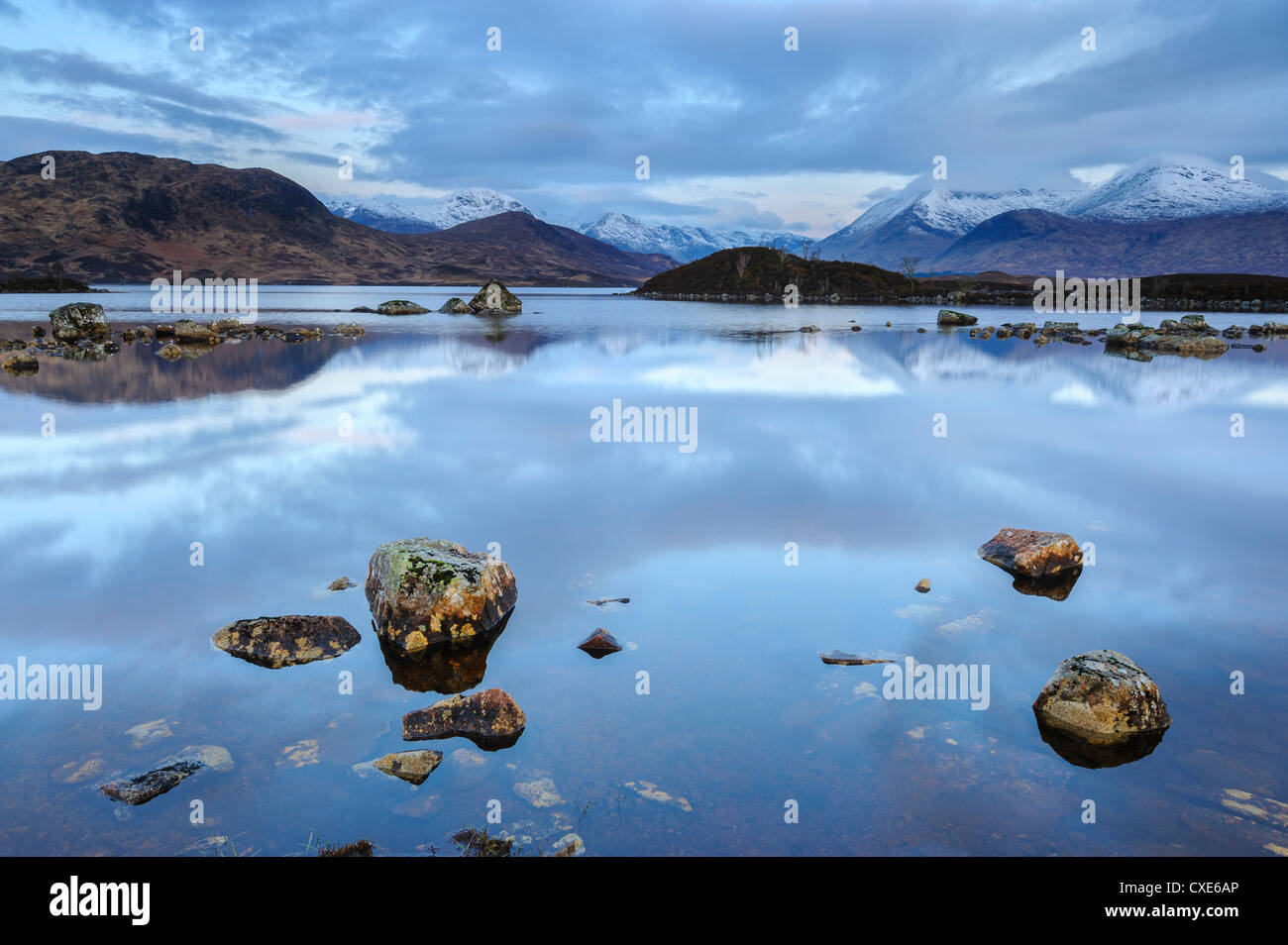 Snow covered mountains at dawn, Lochan na h Achlaise, Rannoch Moor, Argyll and Bute, Highlands, Scotland - Stock Image