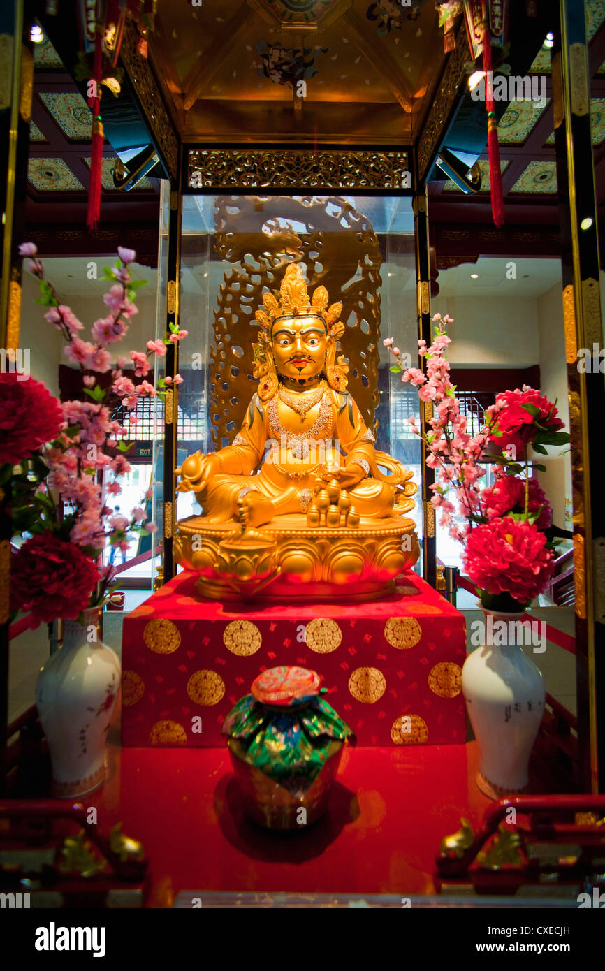 Gold Buddha at the Buddha Tooth Relic Museum in Chinatown, Singapore, Southeast Asia, Asia - Stock Image