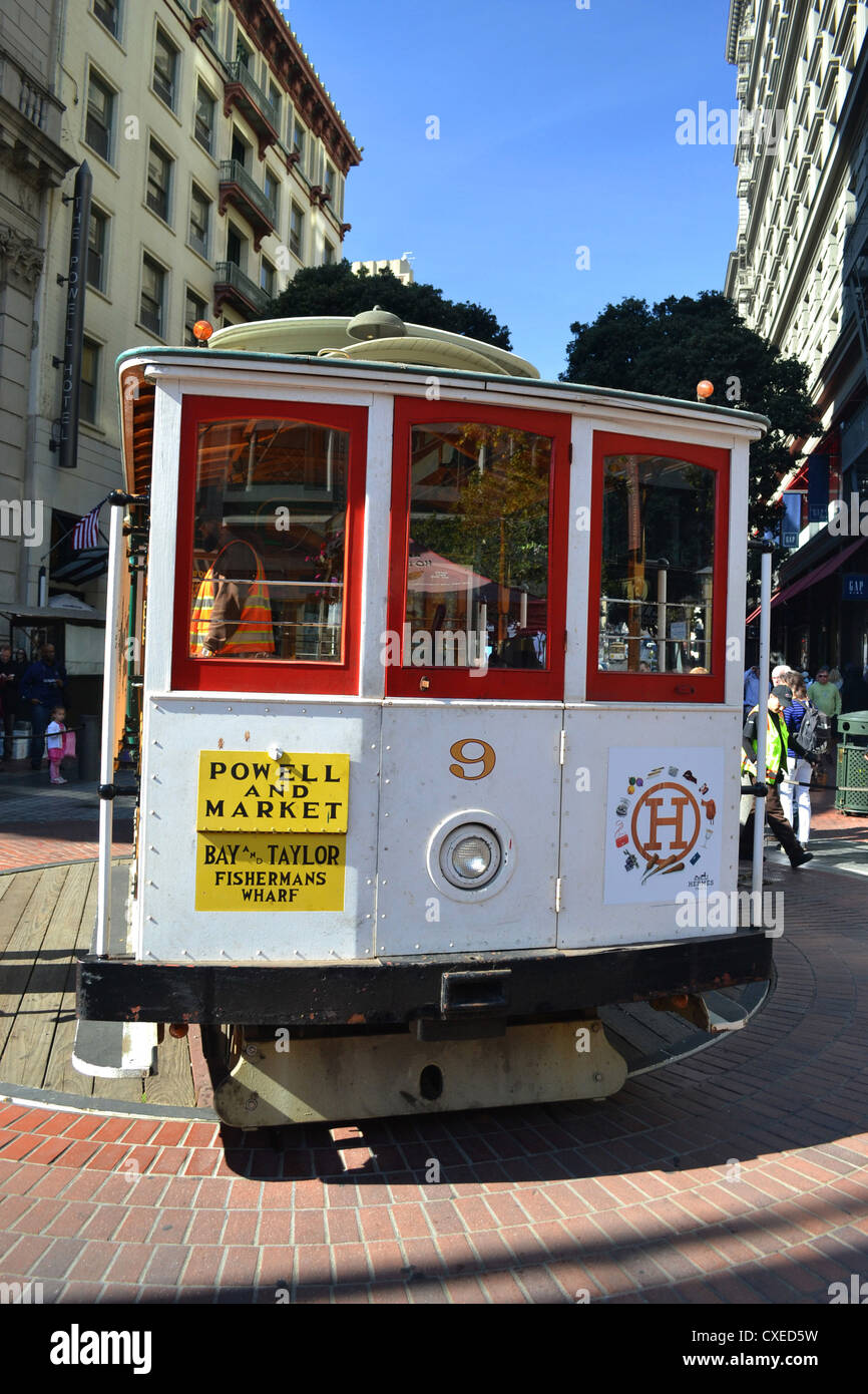 San Francisco cable car on turntable Powell and Market - Stock Image