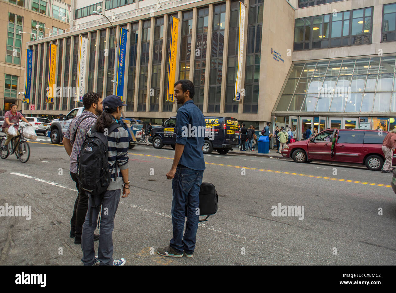 New York City, NY, USA, Street Scenes, Students talking outside Technical University, CUNY, Brooklyn - Stock Image