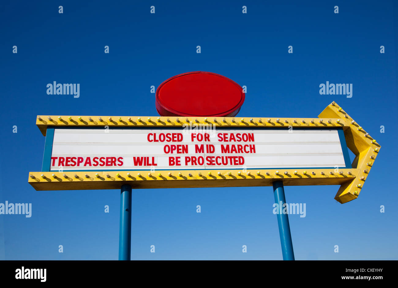 Retro movie theater billboard with a sky blue background - Stock Image