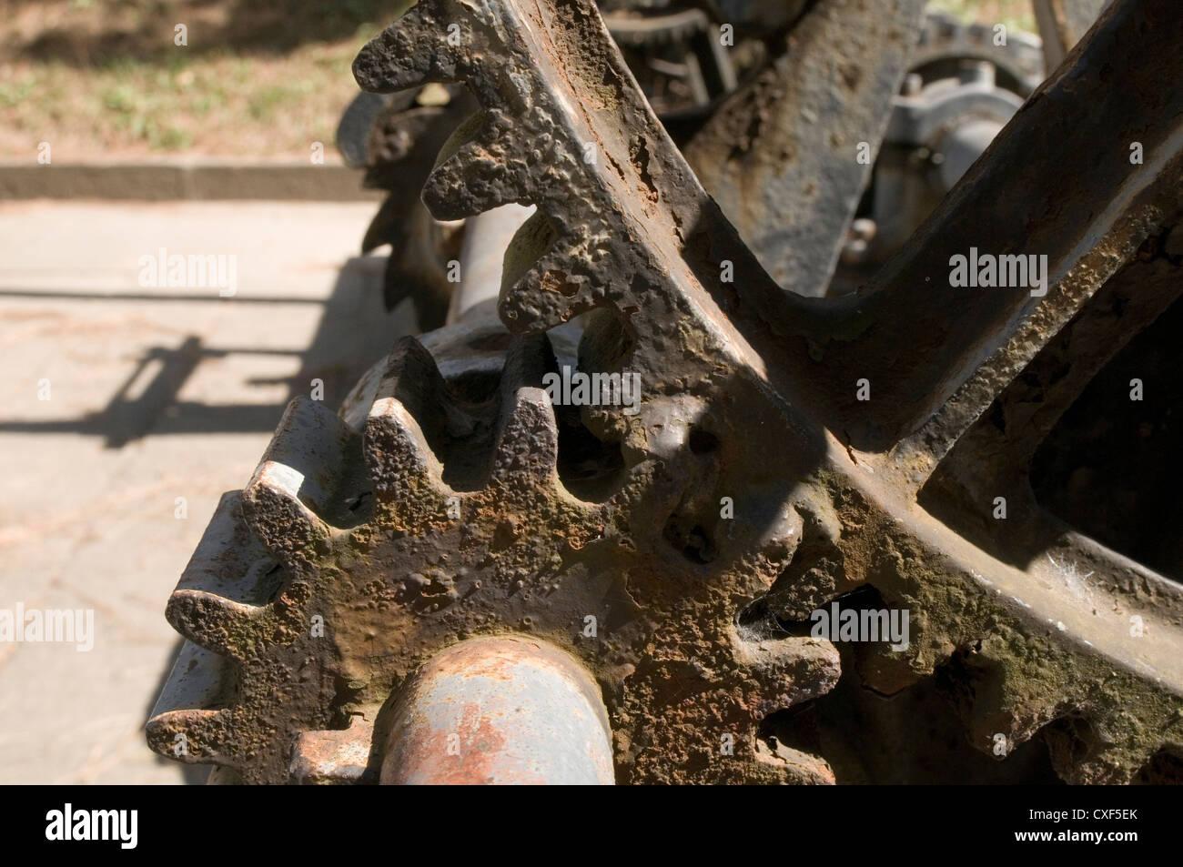 gear gears wheel mesh cog cogs teeth tooth wheels plain cut straight meshing - Stock Image