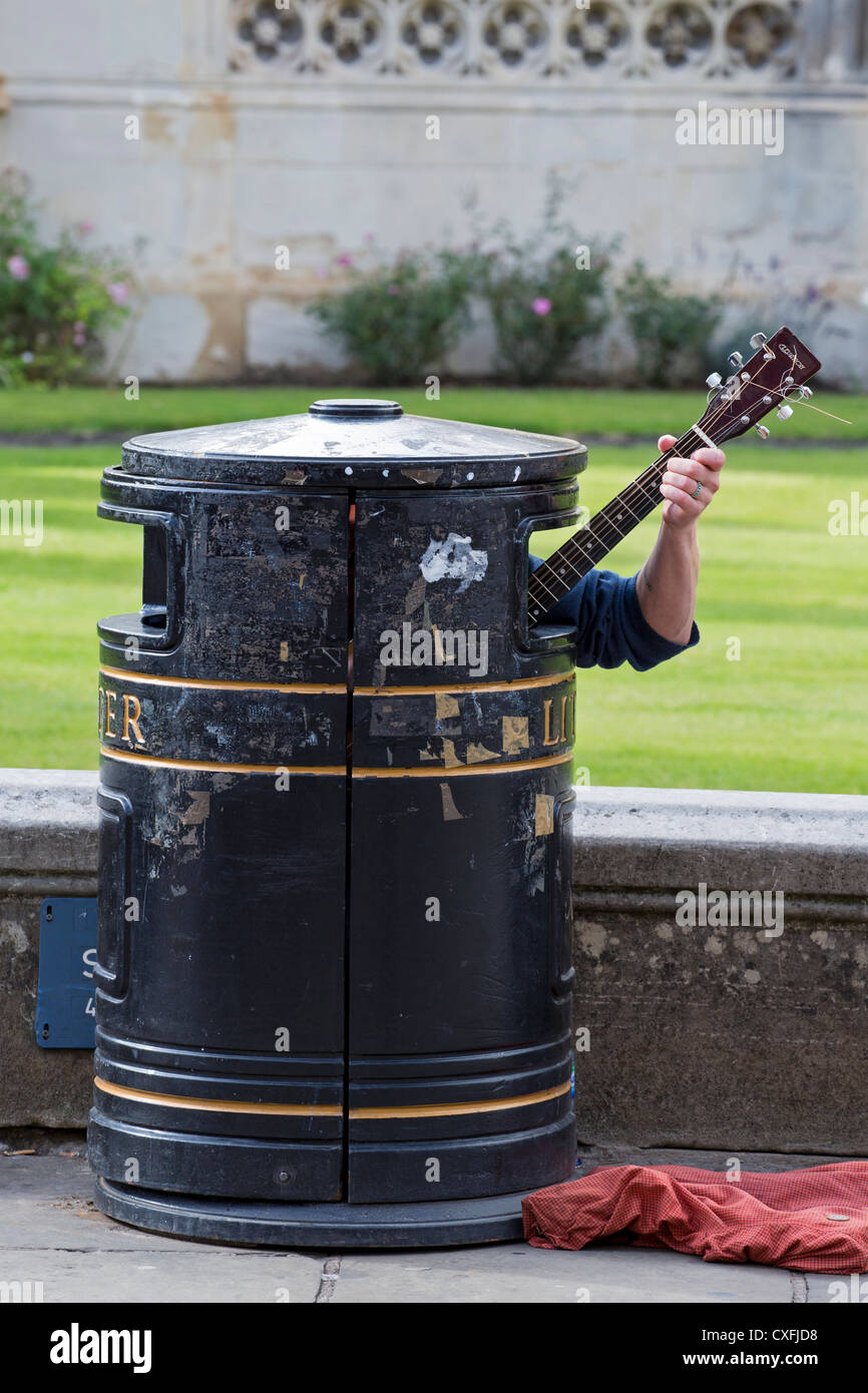 Guitarist in litter bin near King's College in Cambridge - Stock Image