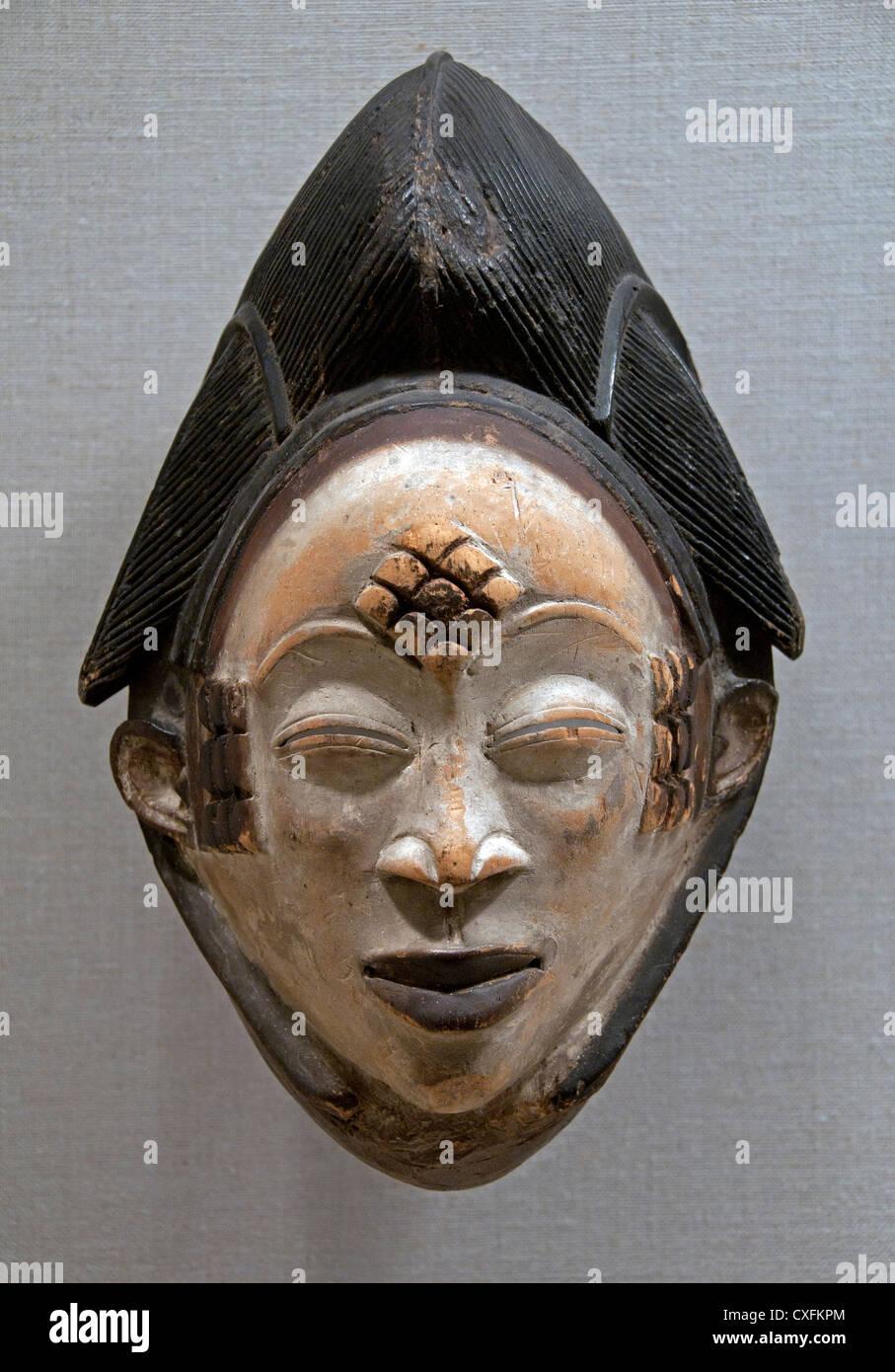 Mask Mukudj 19th century Gabon Ngounié River region Punu peoples 34 cm Africa - Stock Image