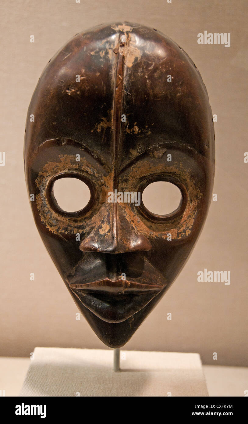 Face Mask Gunye Ge A Yakouba carver 19th–20th century Côte d'Ivoire or Liberia Dan peoples 4.4 x 14.9 cm Africa Stock Photo