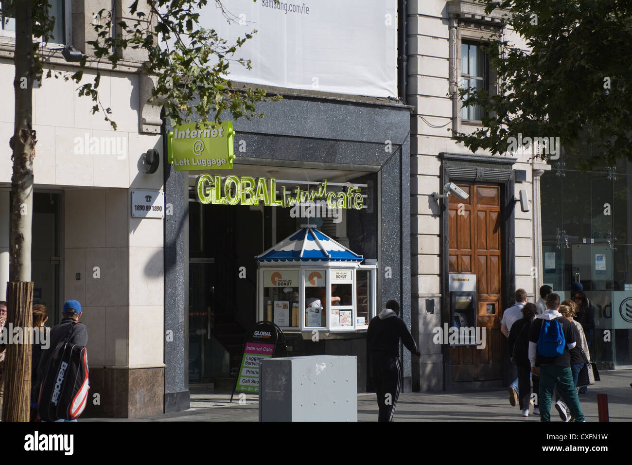 Dublin City Eire Global Internet cafe in main street of capital city - Stock Image