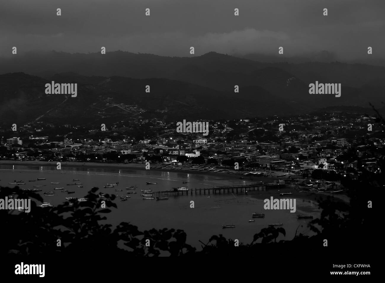 A panoramic view of the beach after sunset in Puerto Lopez, Ecuador. - Stock Image