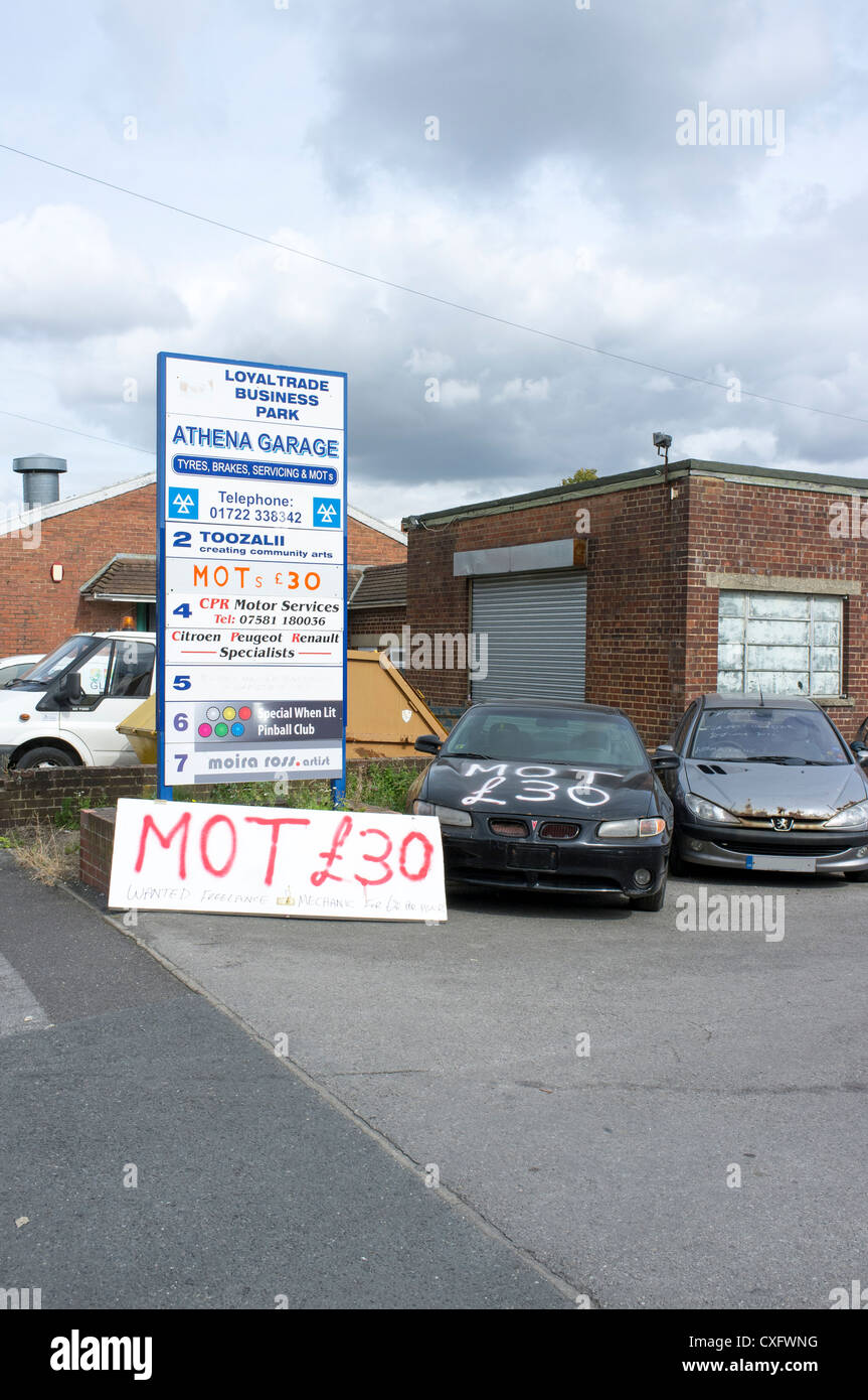 Hand painted sign advertising MOT tests for £30.00 - Stock Image