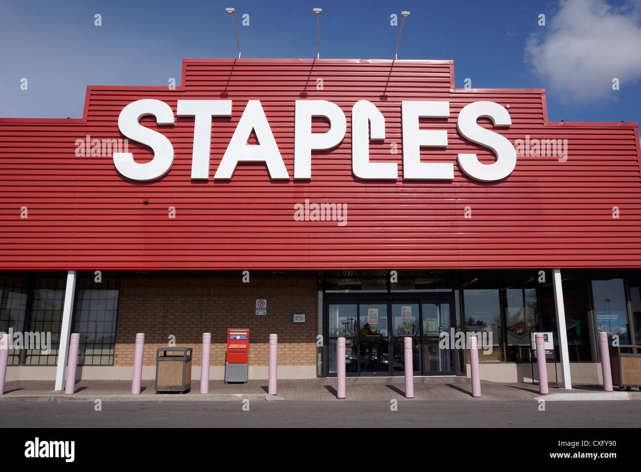 Staples A.k.a Staples Business Depot, Office Supplies Store   Stock Image