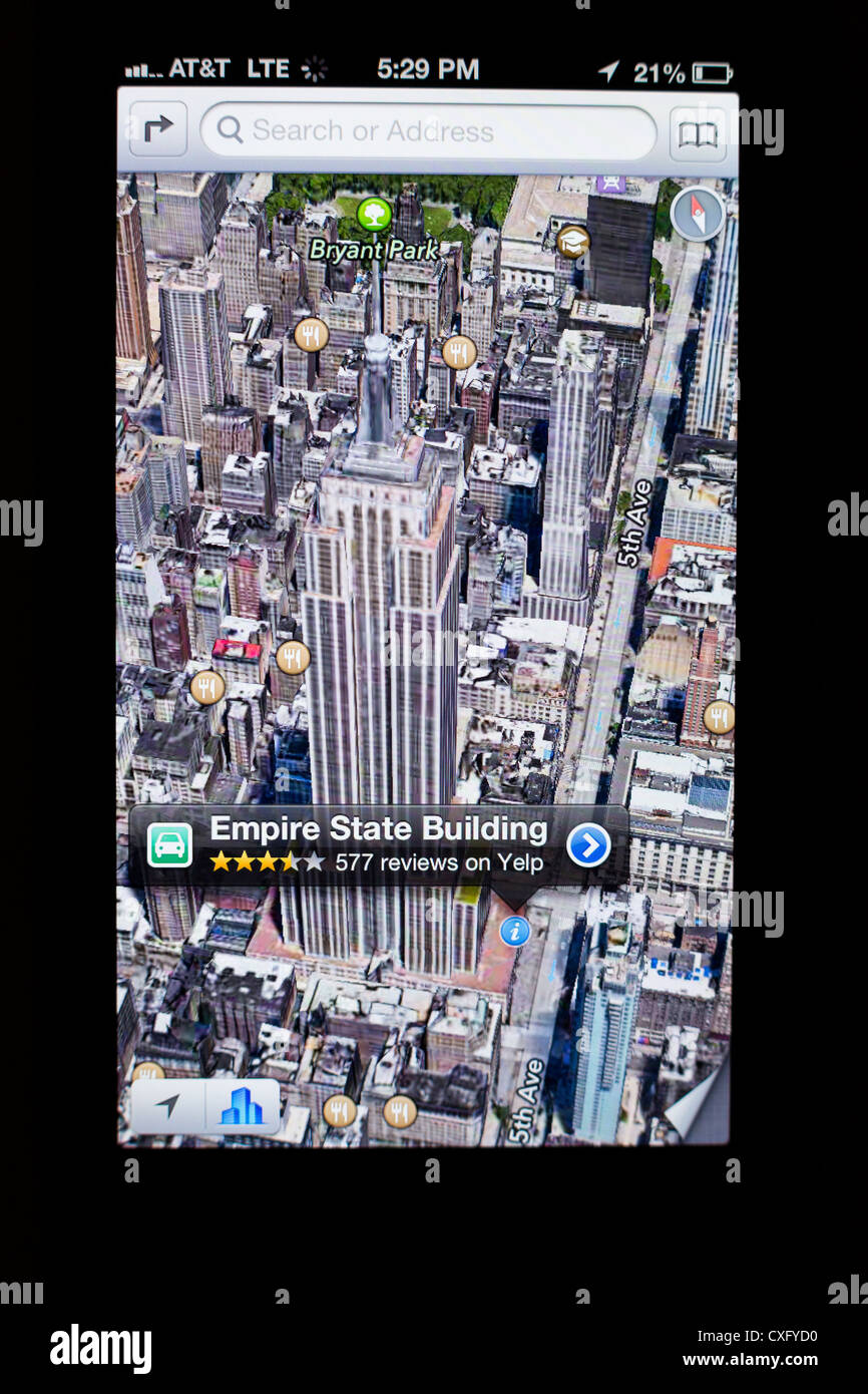 3D satellite view of the Empire State Building shown in a new Maps app on the screen of a iPhone 5/iOS 6 - Yelp - Stock Image