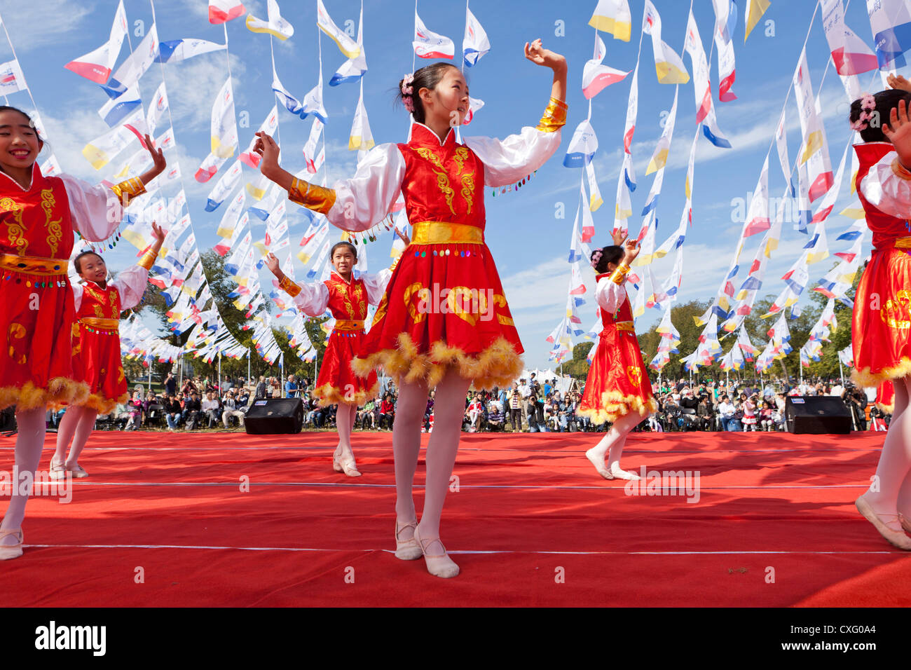Chinese girls dancing on stage at a festival - Stock Image